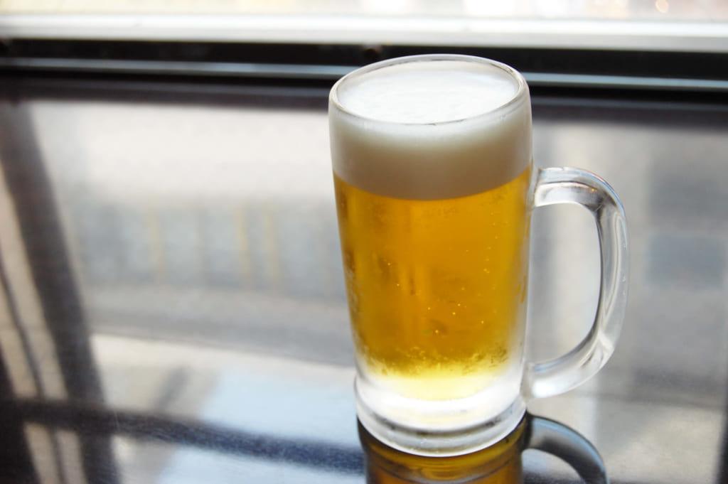 ビールを注いだジョッキ