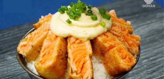 レアカツサーモン丼