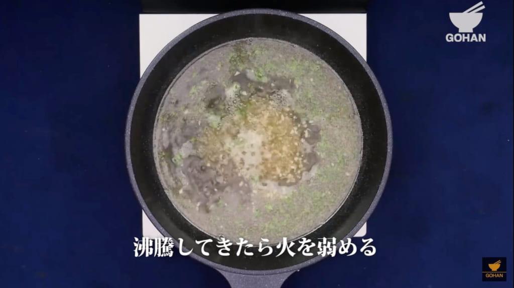 スープを沸騰させている