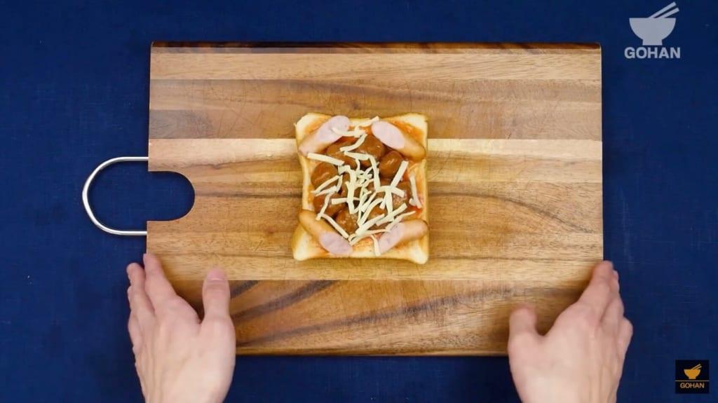 具材がのったトースト