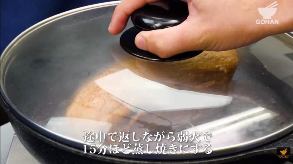 豚肉の蒸し焼き