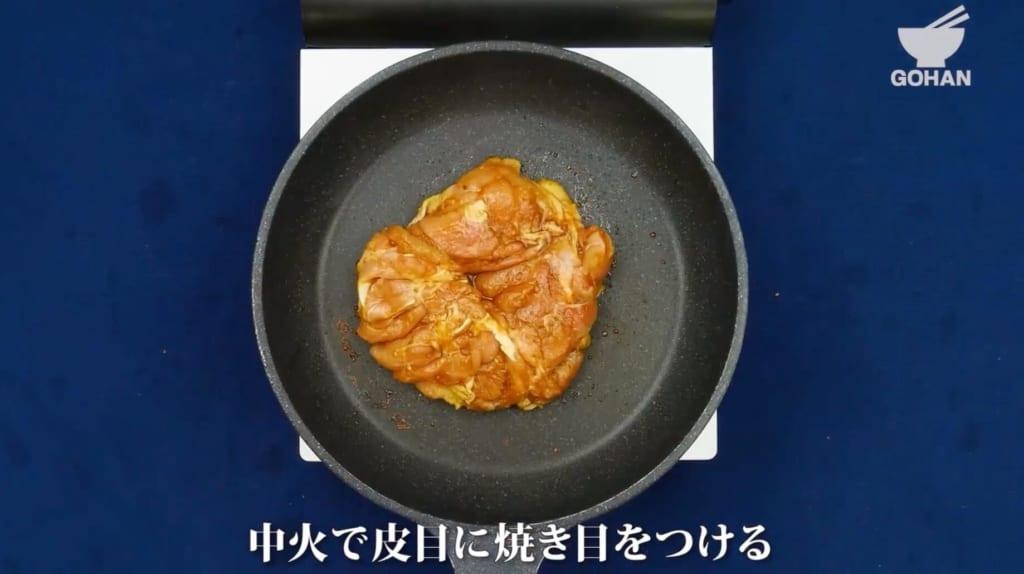 鶏モモ肉を焼く