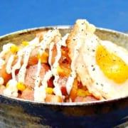ベーコンとコーンと目玉焼きの丼レシピ