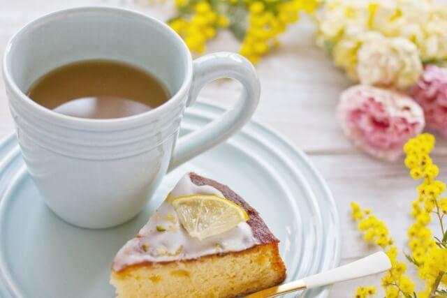 紅茶とレモンケーキ