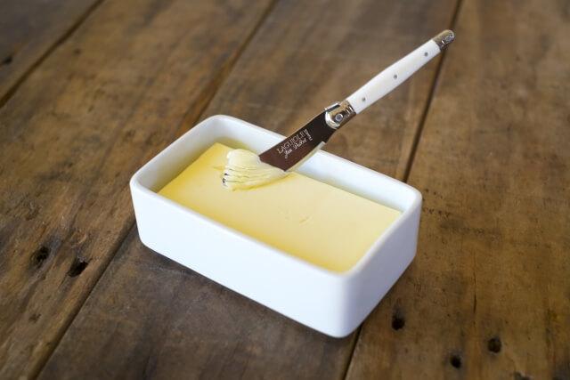 容器に入ったバター