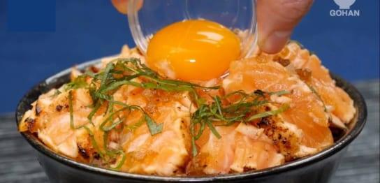 サーモンと卵黄