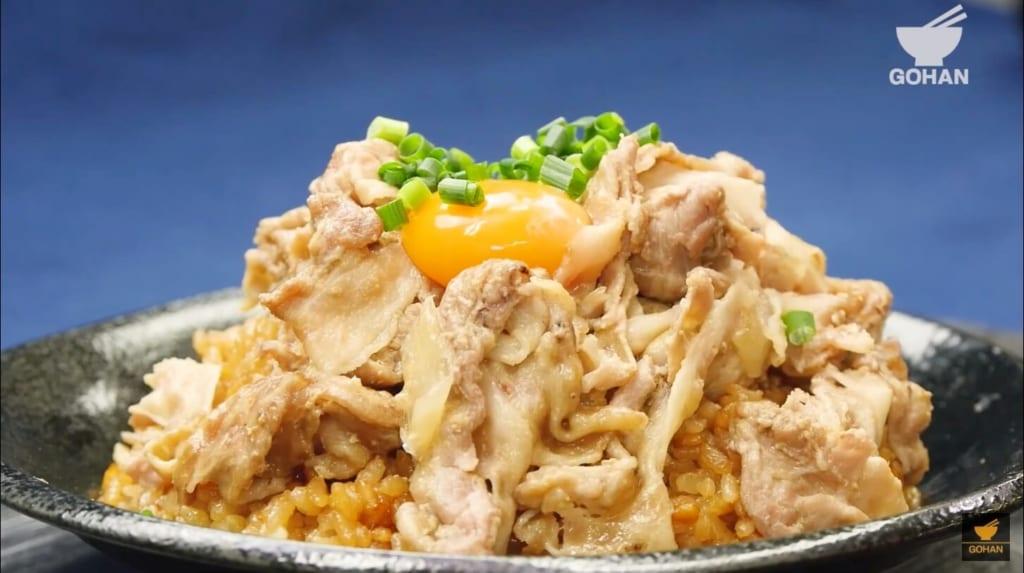 豚肉と卵黄の丼レシピ