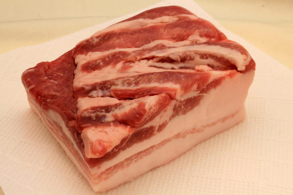 大きな豚バラ肉