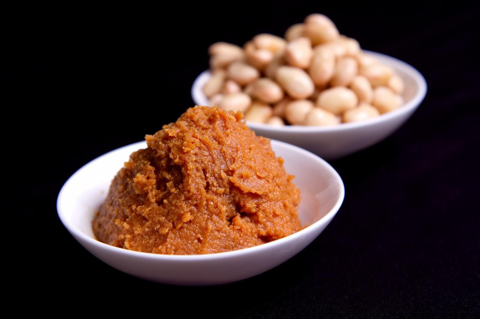 赤味噌と大豆