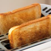 トースターで焼いた食パン