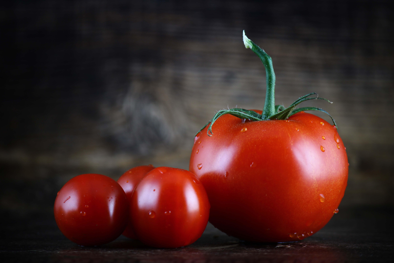 ミニトマトと大きいトマト
