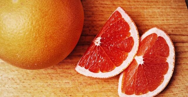 カットしたブラッドオレンジ