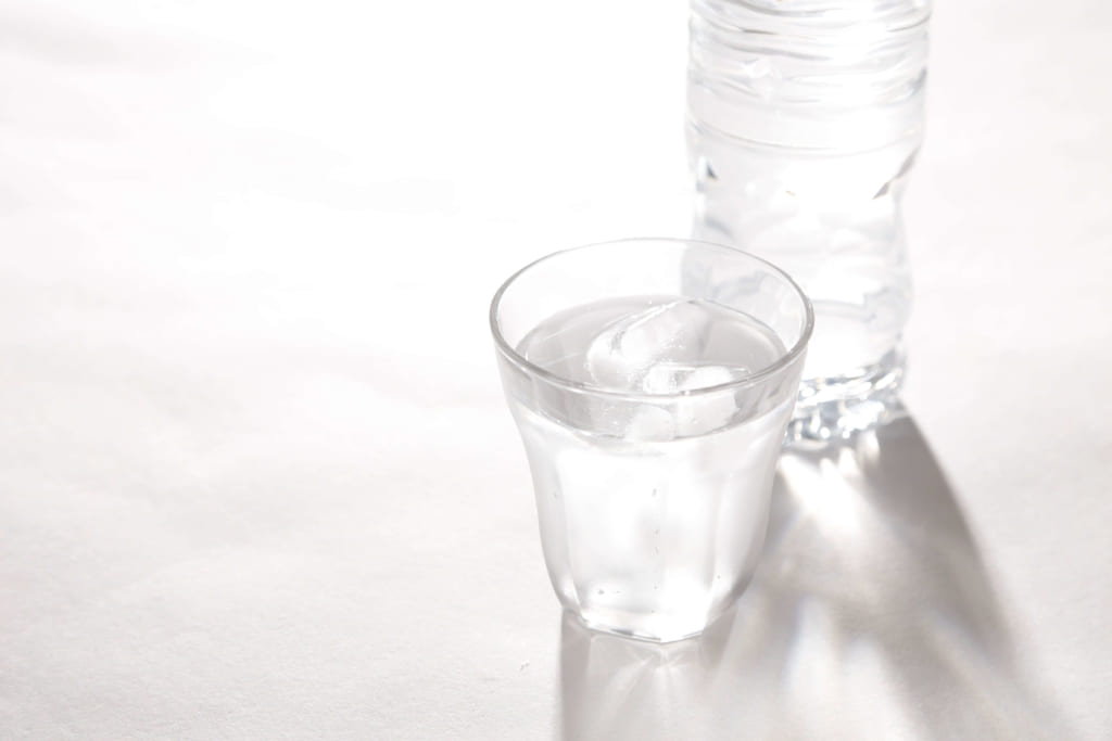 水が入ったグラス