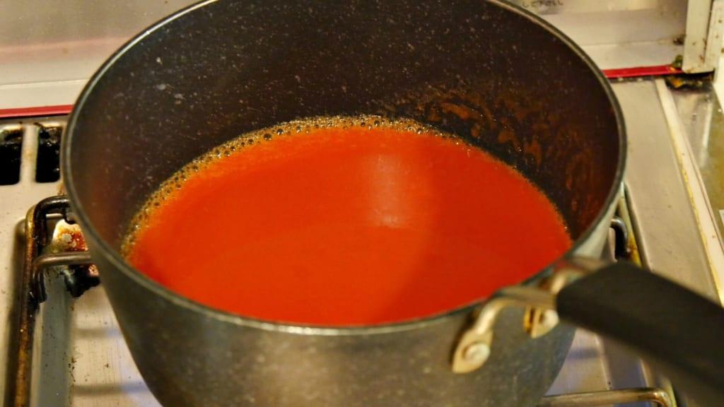 沸騰したトマトジュース
