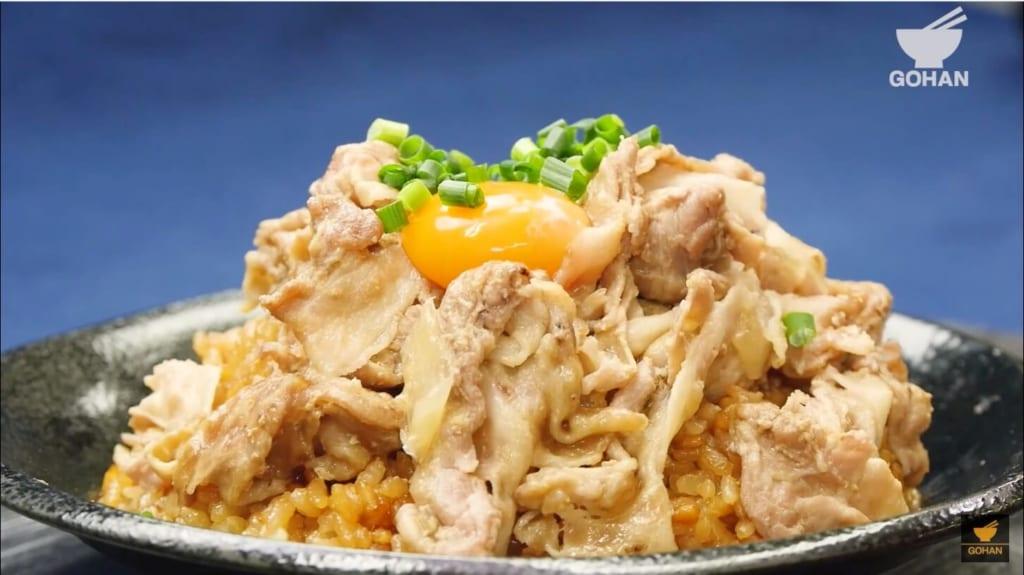 豚肉と卵黄の丼ものレシピ