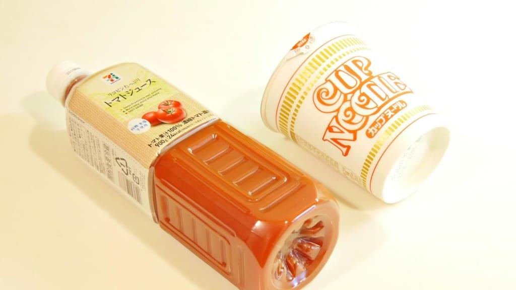 カップヌードルとトマトジュース