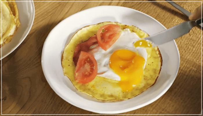 トマトと半熟卵のクレープ
