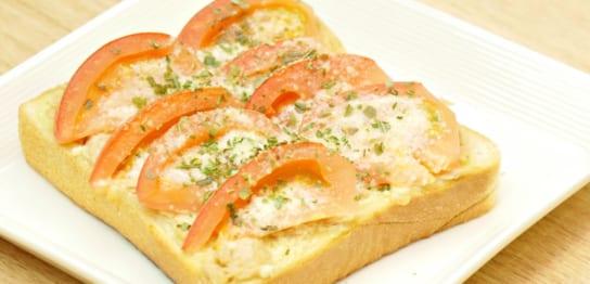 トマトとツナのトースト