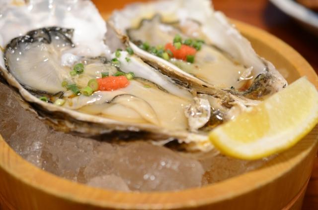 新鮮で美味しそうな生牡蠣