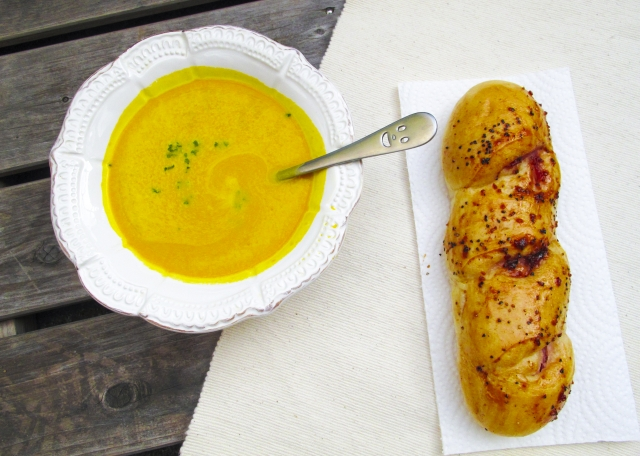 かぼちゃのスープとパン