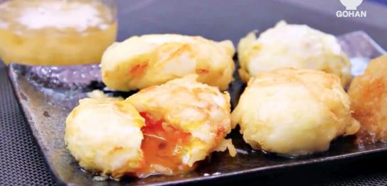 油で揚げた半熟卵